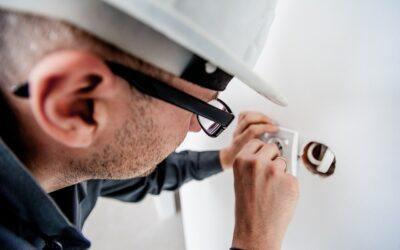 Hvornår skal du kontakte en elektriker?